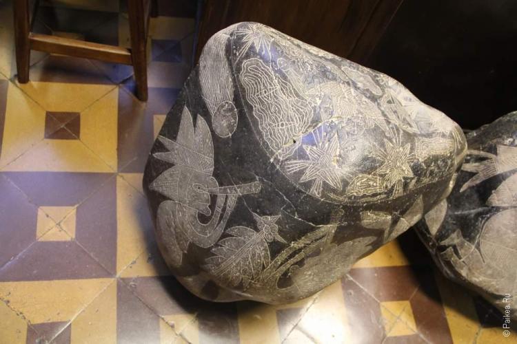 комета на камне ики