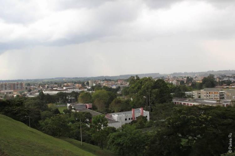 Облака сгущаются над современной частью Попаяна