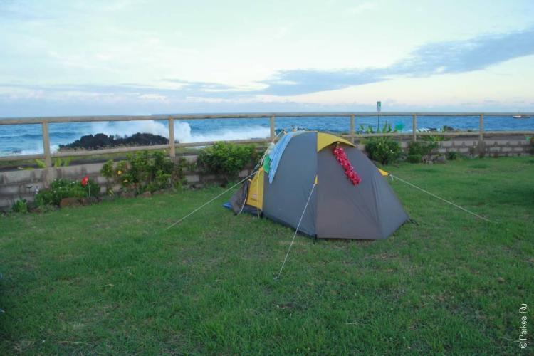 Наша палатка, уже побывавшая в почти во всех нацпарках США и в перуанских Анда, стоит на берегу Тихого океана