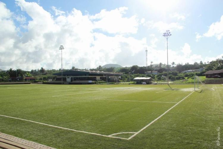 Ханга Роа (Hanga Roa) - Футбольное поле на берегу океана
