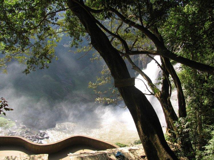 Шри Ланка достопримечательности Водопад Дунхинда
