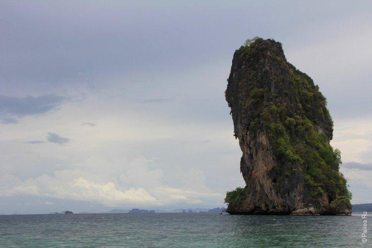 Рейли скала в море