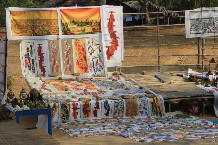 Торговля картинами в Багане