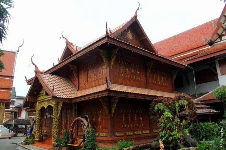 Деревянный храм в Тайланде