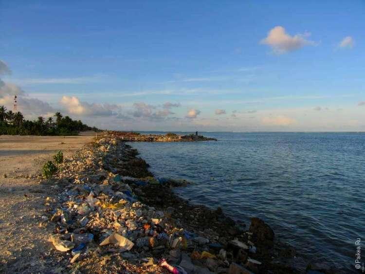Мальдивы - пляж из мусора