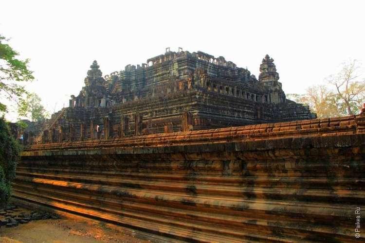 храм Бапуон