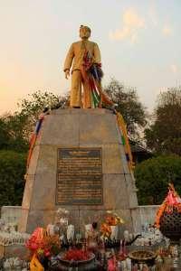 Памятник губернатору Мае ХонгСон