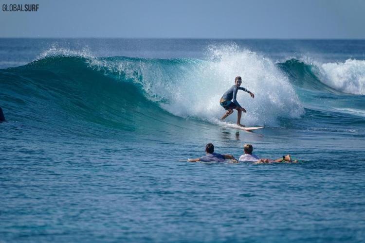 Мальдивы серфинг 03