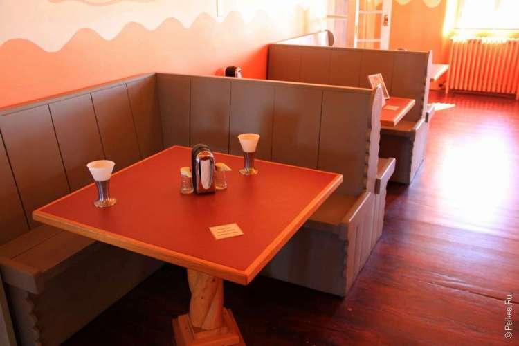 Классическая столовка Америки: многие до сих пор так выглядят