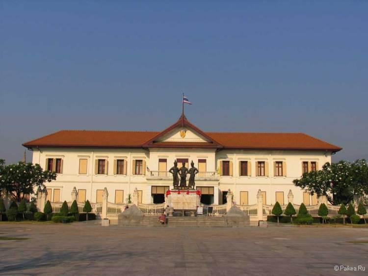 Чианг Май памятник