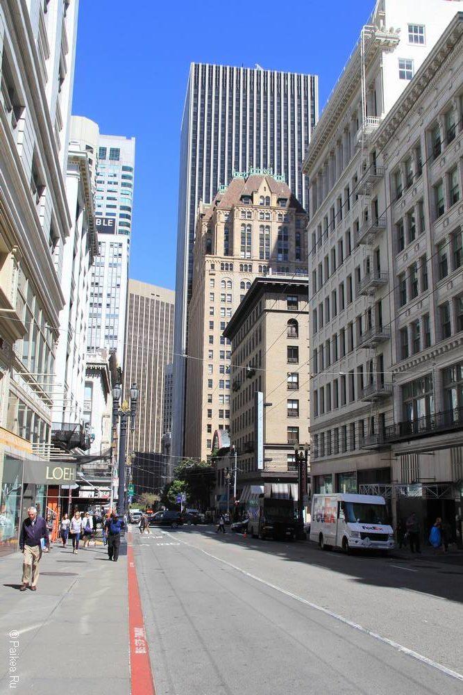 В центре Сан-Франциско много небоскребов