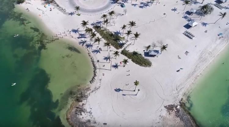 пляж сомбреро (sombrero beach))