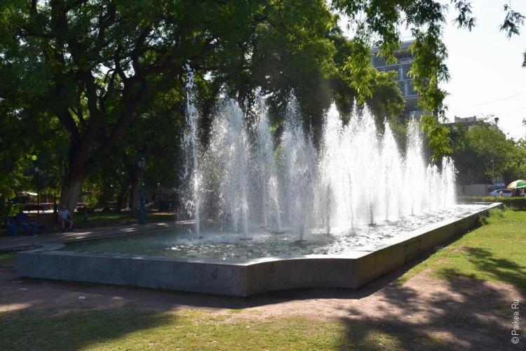 мендоса фонтан на площади независимости