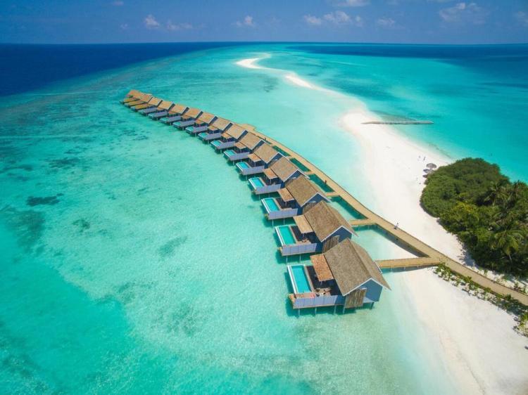 отели на мальдивах с песчаной косой kurumathi
