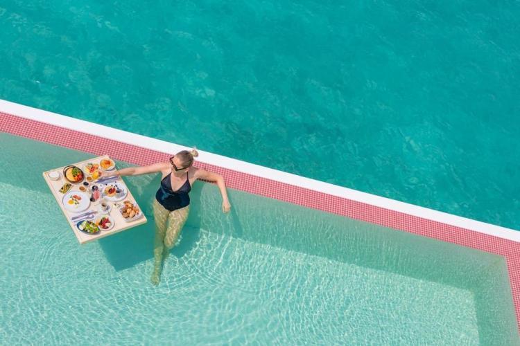 мальдивы отели с бассейном люкс
