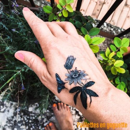 tatouage main