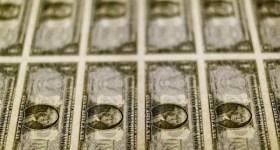 Dólar fecha no menor patamar em um mês, abaixo de R$ 4,05