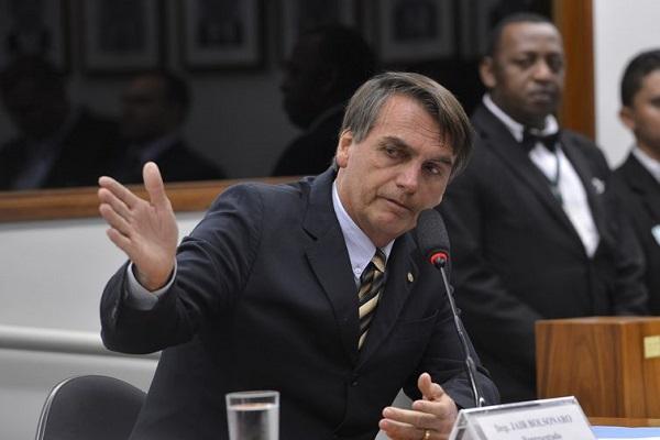 Bolsonaro assina MP para combater fraudes na Previdência