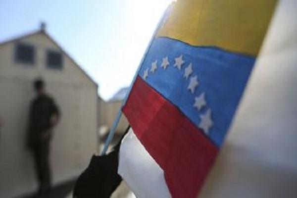 Quase 100 venezuelanos chegam a Porto Velho com ajuda da FAB e entidades de apoio