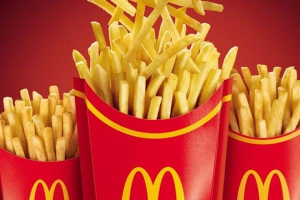 Funcionária do McDonald's é demitida por dar batata ao Burger King