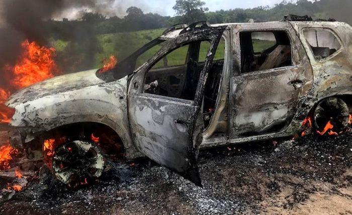Quadrilha tenta roubar carro-forte na BR-319 durante intenso tiroteio; veja fotos