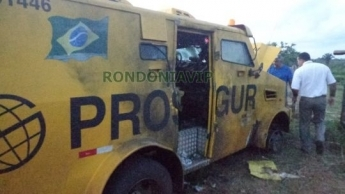 Bandidos trocam tiros com seguranças e explodem carro forte