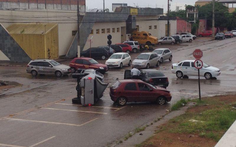 Acidente na Dom Pedro envolve três carros