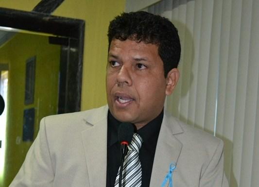 Jair Montes requer ao TCE prestação de contas do ex-prefeito Roberto Sobrinho