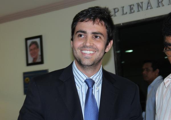 Léo Moraes inicia mestrado em Administração Pública