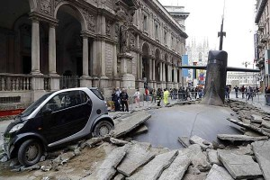 Submarino aparece no meio da rua em Milão