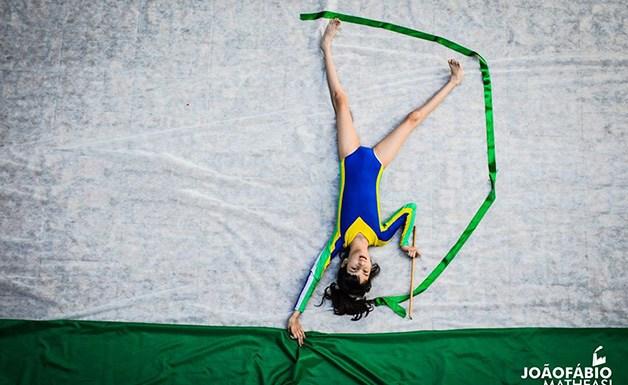 Projeto fotográfico coloca crianças deficientes em cenários de seus sonhos
