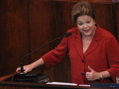 Dilma aposta em defesa com tom 'autoral' e busca registro histórico