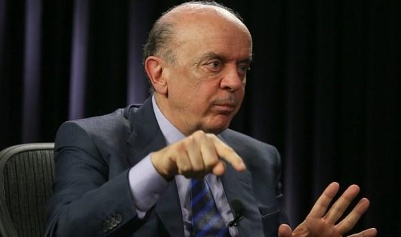 """Alegando """"problemas de saúde"""", José Serra pede demissão de ministério"""