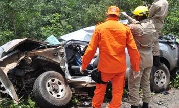 Motorista de camionete morre preso às ferragens, próximo a Vilhena