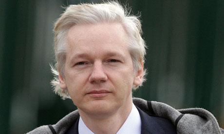 Julian Assange do WikiLeaks teme manobra jurídica para extraditá-lo