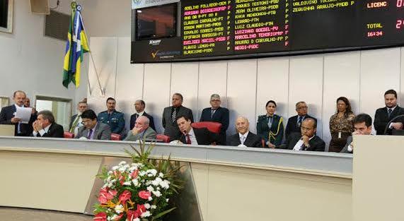 Confúcio abandona mesa da Assembleia após vaias de plenário