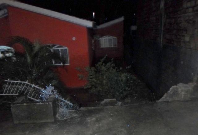 jaru-familia-presa-em-residencia-arromba-janela-de-ferro-para-se-salvar-de-inundacao640x512_05121aicitono_18hmk285g1pb01rqnm2c1is71rp5a