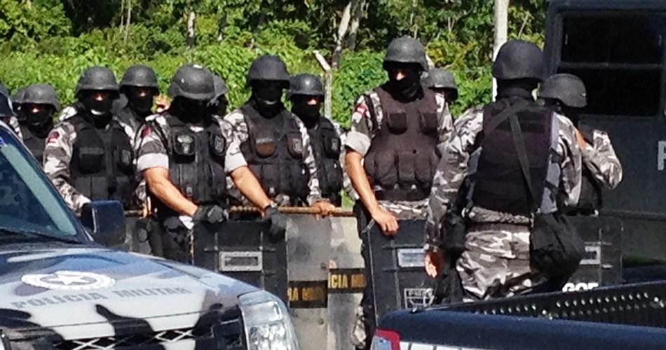 Tropa de Choque é chamada para permitir entrada de detentos em presídio