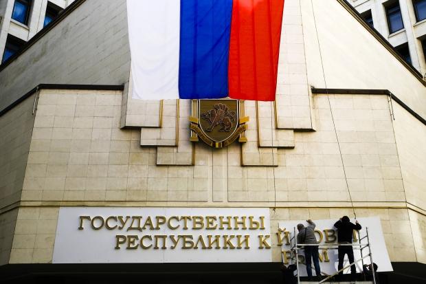 Forças pró-Rússia invadem principal base da Marinha ucraniana na Crimeia