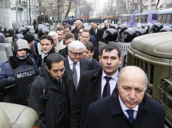Ministros da UE se reúnem para discutir crise na Ucrânia