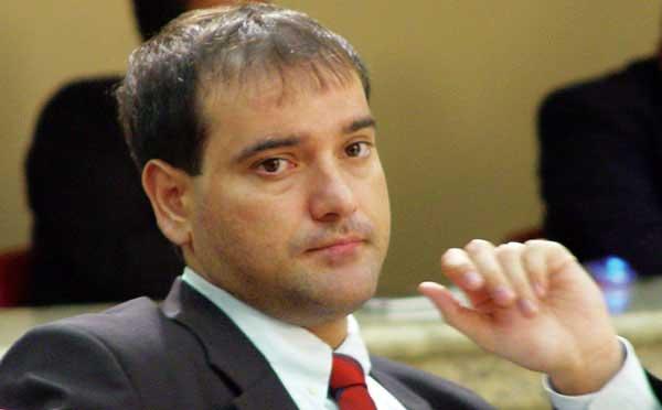 Ex-presidente da Assembléia de Rondônia tenta revogar prisão; ele está foragido