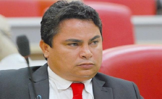TRE barra tentativa de Claudio Carvalho em calar internautas e jornalista