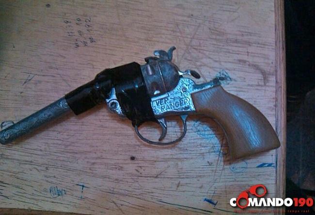 Aluno é apreendido portando simulacro de arma de fogo dentro da Escola Júlio Guerra, em Ji-Paraná