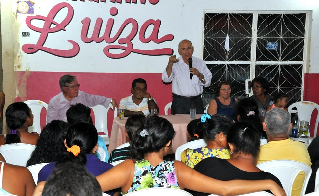 Confúcio fala de melhorias na saúde em reunião com lideranças do bairro Esperança da Comunidade