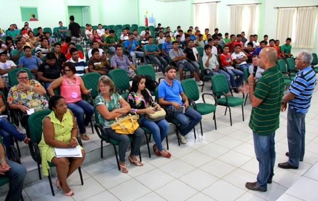 Secretário debateu pontos sobre a educação indígena com coordenadores, em Ouro Preto