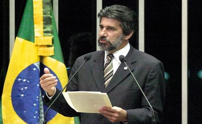 Raupp se afasta da presidência do PMDB