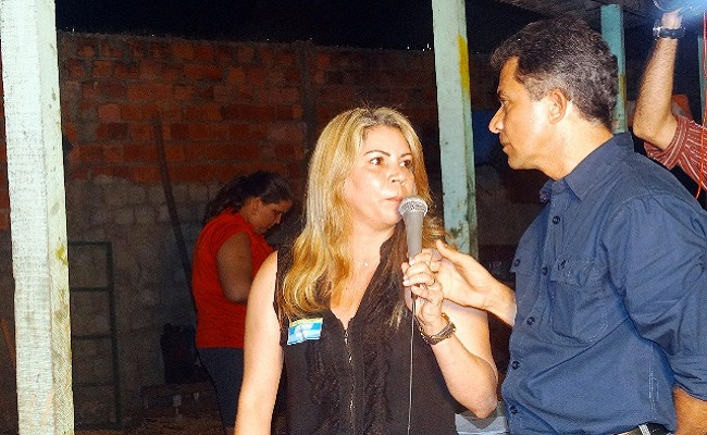 Ivonete Gomes fala de mudança em reunião