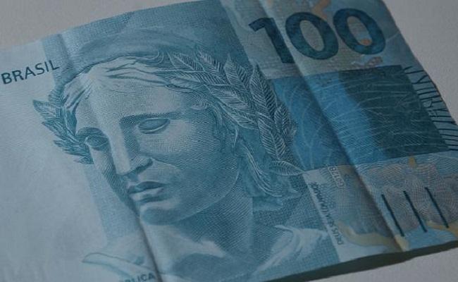 Pesquisa indica que 51% dos brasileiros recebem o salário em dinheiro