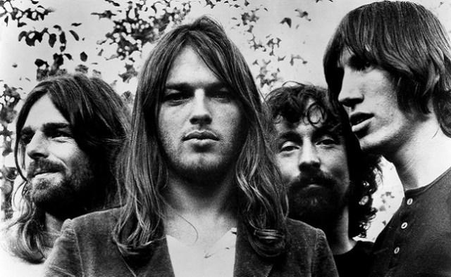 Rick Wright, Dave Gilmour, Nick Mason e Roger Waters em sessão fotográfica do Pink Floyd, Inglaterra, 1973