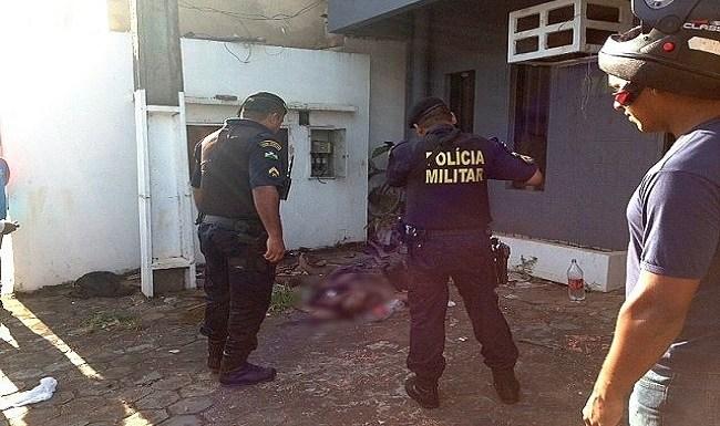 Morador de rua morre ao cair de muro de residência na capital